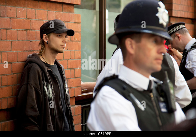 the legality of the police stop and search powers In the united kingdom, the police have certain powers to enforce the law  this  stop and search power can last for 24 hours to a maximum of 48 hours arrest.