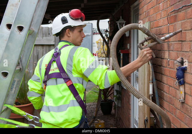 Cavity wall stock photos cavity wall stock images alamy for Blown mineral wool cavity insulation