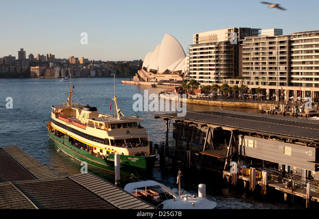 how to get a ferry to manly