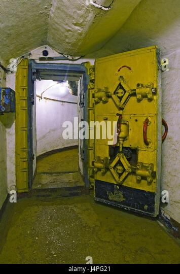 Bombproof door in the submarine bunker in Balaklava with Sevastopol - Stock Image & Submarine Door Stock Photos \u0026 Submarine Door Stock Images - Alamy