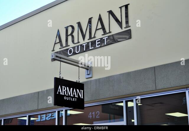 Armani outlet milan for Milan factory outlet