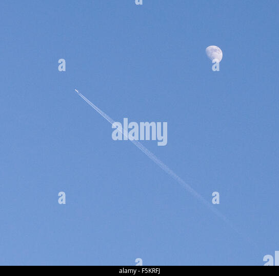 Moon Vapor Trail Stock Photos & Moon Vapor Trail Stock Images - Alamy