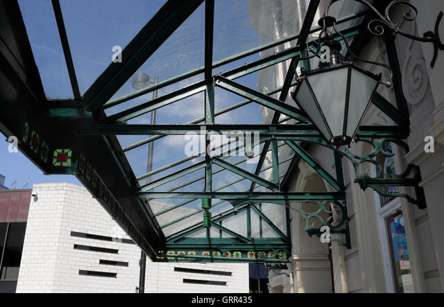 Glass metal frame canopy entrance to Sheffield Lyceum theatre - Stock Image & Glass Canopy Entrance Stock Photos u0026 Glass Canopy Entrance Stock ...