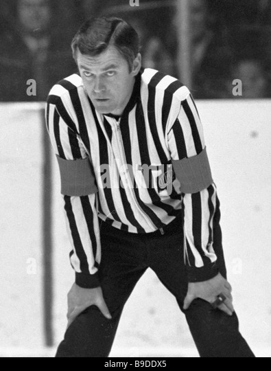 how to become an ice hockey referee
