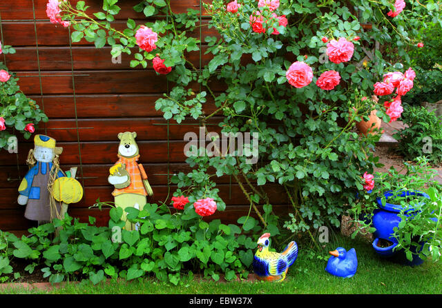 Garden Figures Stock Photos Garden Figures Stock Images Alamy