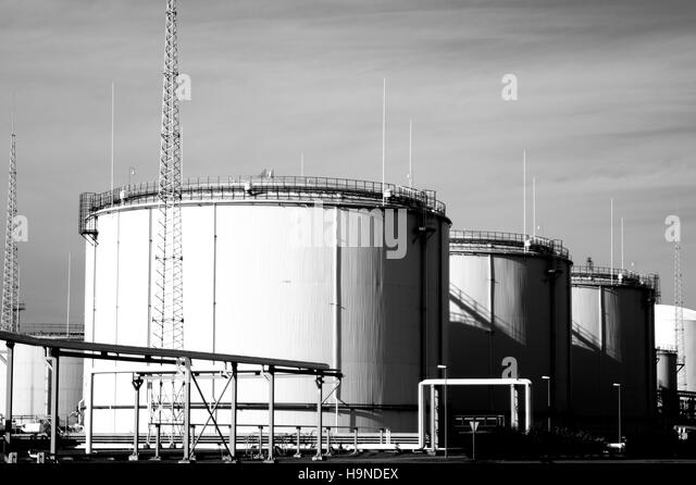 industrial fuel oil tanks oil reservoir stock photos oil reservoir stock images alamy