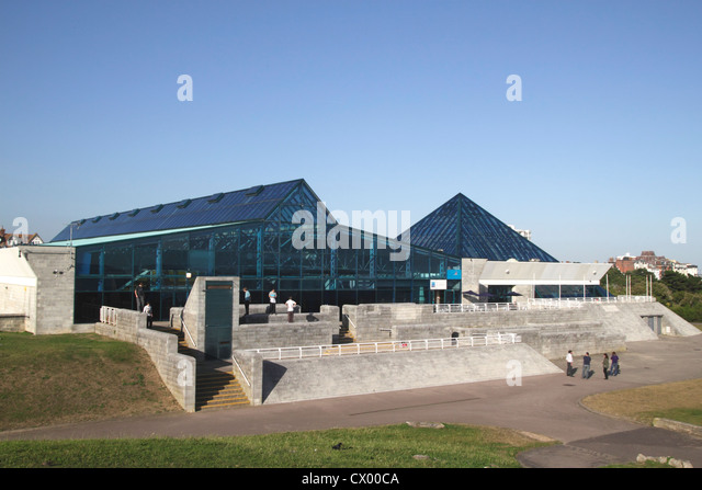 Glass pyramids stock photos glass pyramids stock images alamy for Pyramid swimming pool portsmouth