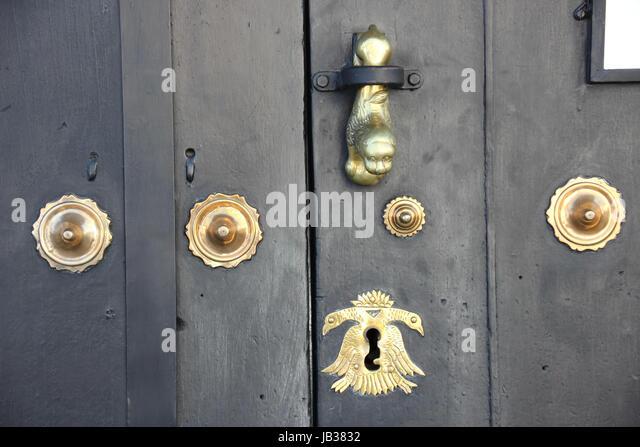 Hispanico stock photos hispanico stock images alamy - Puertas de madera antiguas ...