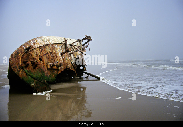 wrecked-ship-in-sea-fog-skeleton-coast-namibia-africa-a336tn.jpg