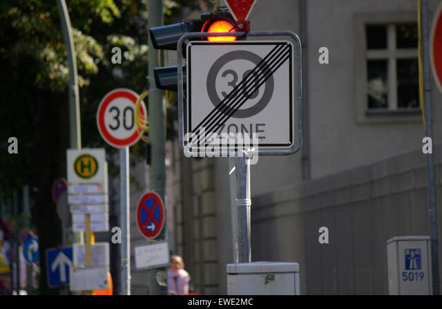 https://l7.alamy.com/zooms/1874ef6b271449c6a02311b9b5e399d1/september-2013-berlin-waste-of-money-in-the-public-sector-contradictory-ewe2mc.jpg