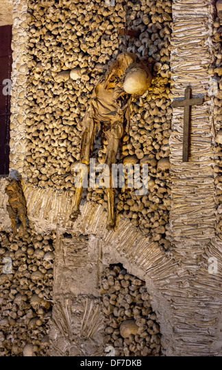 Stacked bones and skulls in the ossuary, Capela dos ossos parede ...