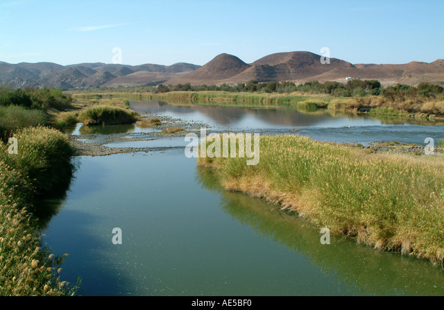south africa orange river at noordoewer border with namibia stock bilder - Bordre Bad Bilder