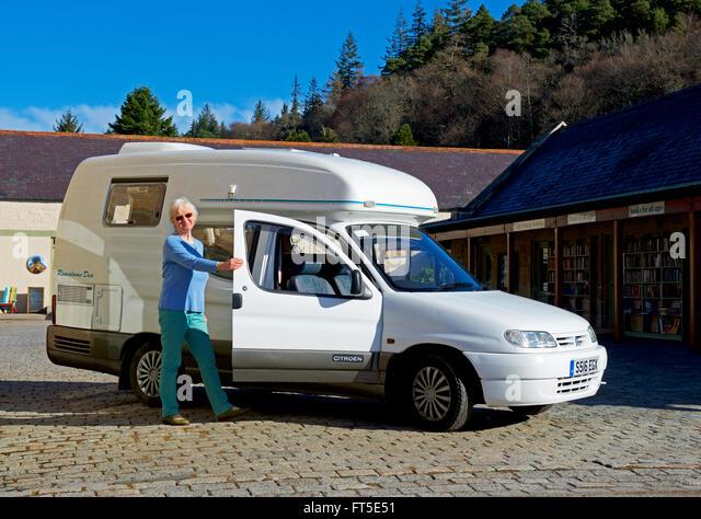 Romahome 25 Small Camper Van Park Next Sign – Fondos de Pantalla