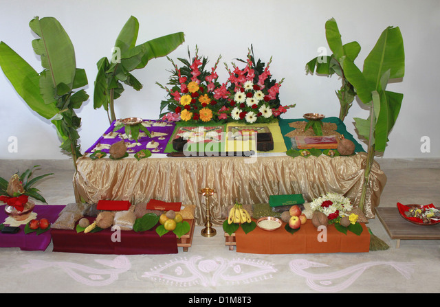 Samagri stock photos samagri stock images alamy for Aarti thali decoration with grains