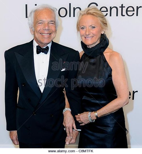 epa02979660 US Fashion Designer Ralph Lauren (L) and his wife Ricky Lauren arrive for