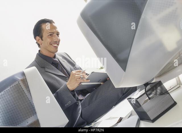 Terminplaner stock photos terminplaner stock images alamy for Schreibtisch 3 monitore