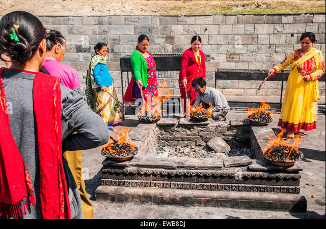 Hindu Funeral Pyre Stock Photos & Hindu Funeral Pyre Stock Images ...