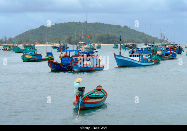 Boats in on cat ba stock photos boats in on cat ba stock for Fish market long island