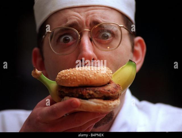 <b>John Quigley</b> chef eating a banana burger - Stock-Bilder - john-quigley-chef-eating-a-banana-burger-b4pnek