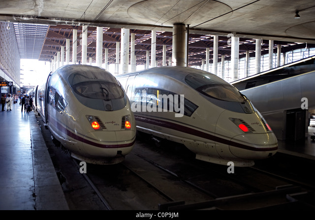 Train renfe in madrid stock photos train renfe in madrid stock images alamy - Puerta de atocha ave ...