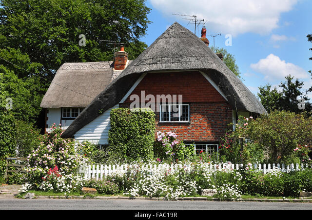 Thatched Cottage And Garden Stock Photos & Thatched ... Quaint English Cottages
