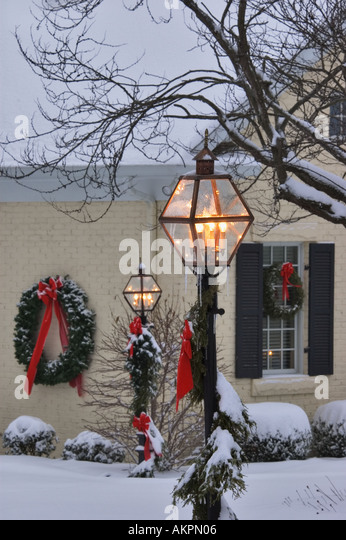 Lamp Posts And Home Decorated For Christmas In Corydon Indiana   Stock Image