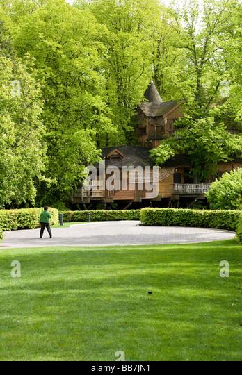 Famous Tree Houses alnwick garden treehouse stock photos & alnwick garden treehouse