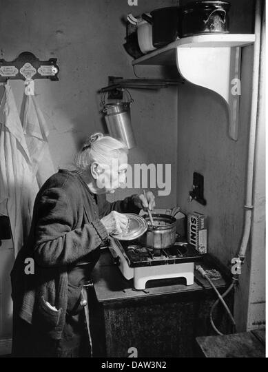 Woman In Kitchen 1950s Stock Photos & Woman In Kitchen ...