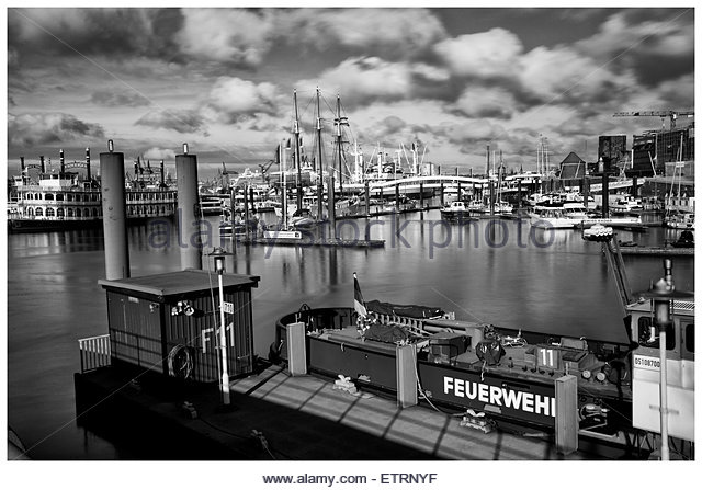 of an hamburg ship black and white stock photos images alamy. Black Bedroom Furniture Sets. Home Design Ideas