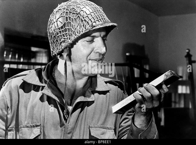 telly-savalas-kellys-heroes-1970-bp8ee1.
