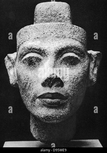 akhenaten family background It is also suggested by bob brier, in his book the murder of tutankhamen, that his family suffered from marfan's syndrome,  akhenaten, smenkhkare,.