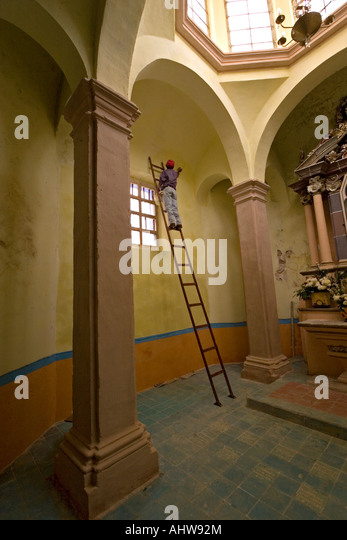 Charismatic church stock photos charismatic church stock images alamy for Peintre en batiment
