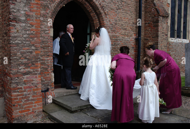 Order of entering church for wedding
