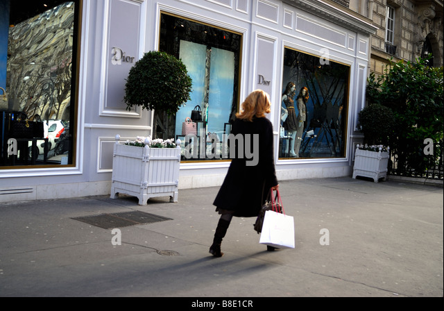 Dior storefront stock photos dior storefront stock images alamy - Paris shopping boutiques ...
