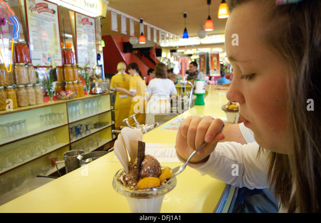 style of eating in the cafeteria Style & beauty parenting  weight loss food and weight loss how to eat healthy in a college cafeteria by carolyn  you can tackle the college cafeteria and .