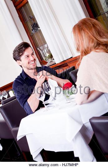 Paar restaurant stock photos paar restaurant stock for Tisch essen