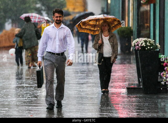 man umbrella briefcase in rain stock photos amp man umbrella