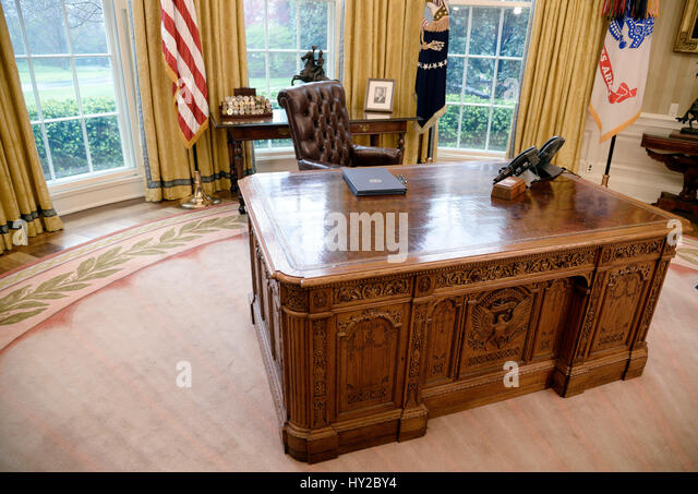 the oval office desk. Washington DC, USA. 31st March, 2017. Executive Orders Regarding Trade Lay On The Oval Office Desk