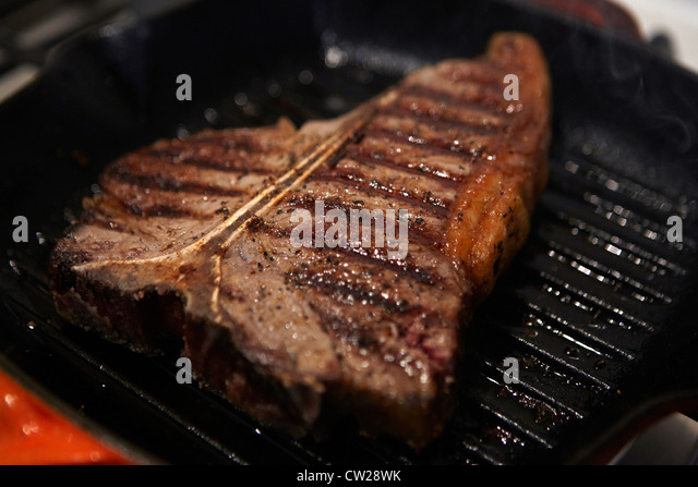 descriptive t bone steak and pan A porterhouse steak and a t-bone steak are not the same  give your grill or pan plenty of time to preheat and test the heat before putting your meat on.