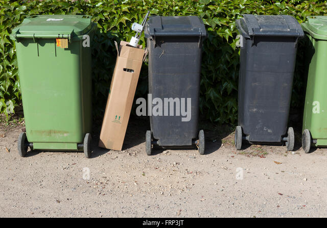 Bins for collection stock photos bins for collection stock images alamy - Rd rubbish bin ...