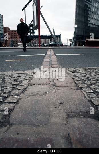 Berliner Platz 2 L Sungen potsdamer platz 2011 stock photos potsdamer platz 2011 stock images alamy