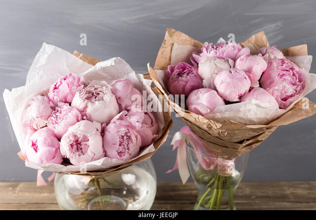 Peonies In Vase Stock Photos Peonies In Vase Stock Images Alamy