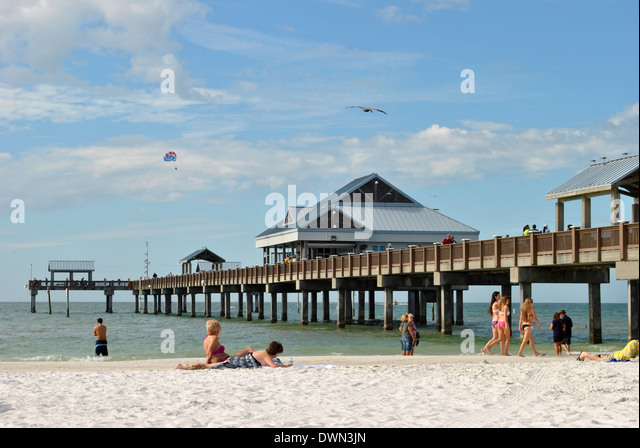 Pier 60 stock photos pier 60 stock images alamy for Clearwater fishing pier