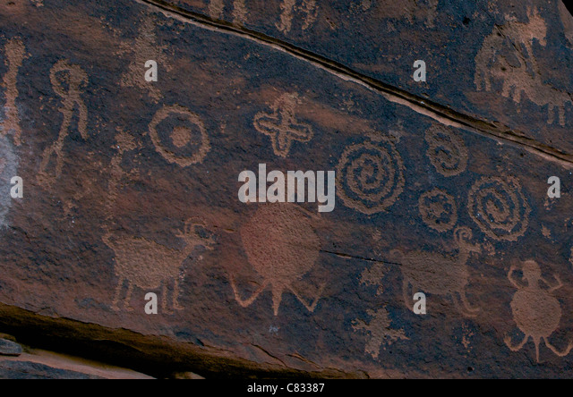 http://l7.alamy.com/zooms/2169030e5bd34e3ab200d021bf89e9cd/sinagua-indian-petroglyphs-c83387.jpg