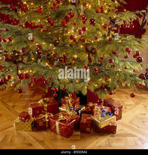Wrapping Christmas Presents Uk Stock Photos Wrapping