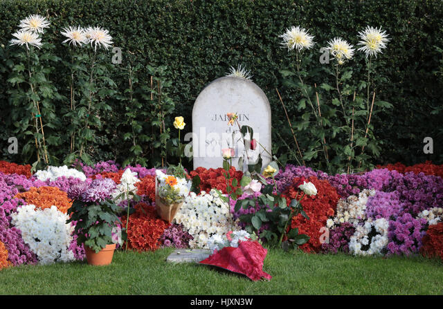 Cimetiere pere lachaise cemetery stock photos cimetiere pere lachaise cemetery stock images - Jardin du souvenir pere lachaise ...