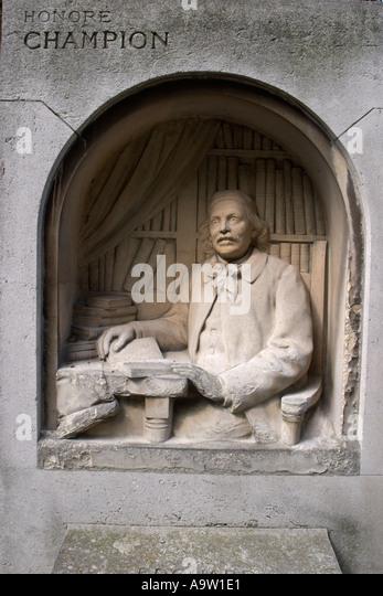 statue voltaire square honoré champion