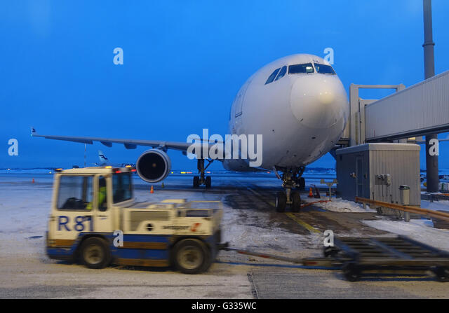Airport Employees Stock Photos & Airport Employees Stock Images - Alamy