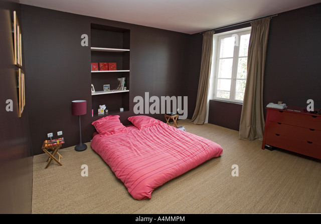 Soigne stock photos soigne stock images alamy for Decoration chambre a coucher contemporaine