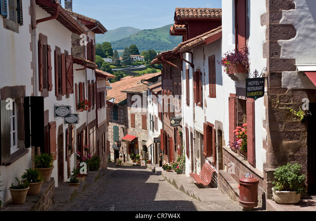 St jean pied de port stock photos st jean pied de port stock images alamy - Hotel saint jean pied de port des pyrenees ...